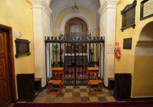 Kaplica królewska w kościele na Miodowej. Tutaj spoczywa serce króla Jana III i wnętrzności Augusta II.