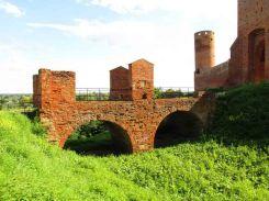 Most do zamku ufundowany przez marszałka Bielińskiego.