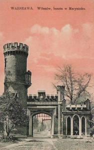 Parkowa brama na pocztówce z początku XX wieku.
