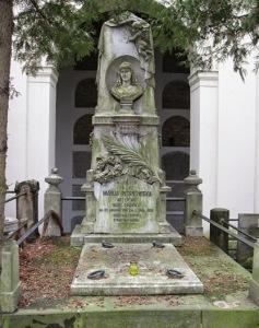 Nagrobek Wisnowskiej na Cmentarzu Powązkowskim 2