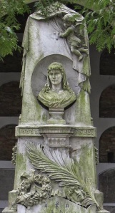 Nagrobek Wisnowskiej na Cmentarzu Powązkowskim