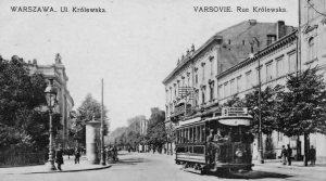 Ulica Marszałkowska. Od prawej: Pałac Blocha nr 154 i pod tym samym numerem kamienica na rogu z Królewską.