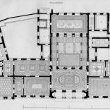 """O ile parter miał charakter bardziej biurowo – gabinetowy, to już piętro miało bardziej charakter reprezentacyjny, a również przeznaczone było pod apartamenty prywatne. Te ostatnie wyraźnie oddzielone zostały od części środkowej reprezentacyjnej, za sprawą dodatkowych schodów z prawej i lewej strony budynku. Reprezentacyjne główne schody wiodły na I piętro gdzie od strony traktu przedniego budynku znajdowała się sala balowa, a w trakcie tylnym tzw. """"ogród zimowy"""". Po prawej od klatki schodowej stronie znajdowała się biblioteka, sypialnia i pokoje kąpielowe właściciela (w tym jeden z basenem) a a trakcie od podwórza pokoje synów (Stanisława, Władysława oraz Leopolda Juliana) Na lewo od schodów rozplanowano salon, w podwórzowym trakcie jadalnia. Kolejne pomieszczenia, to części apartamentów Ernestyny Kronenberg, czyli pokój przyjęć, buduar oraz sześcioboczny salonik. Z nimi sąsiadowały pokoje córek: Marii Róży oraz Róży Marii."""