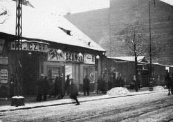 Kino Czary na Woli przy ul. Chłodnej 31.