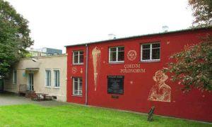 Skwer Gwiazda Polski - dawny budynek Wytwórni Akcesoriów Lotniczych i Samochodowych Motolux