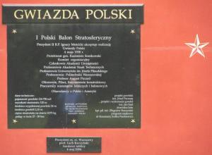 Skwer Gwiazda Polski - Tablica na ścianie.