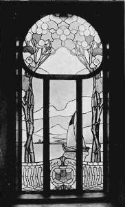 Witraż w oknie głównej klatki schodowej wychodzącym na podwórze (1905 rok)