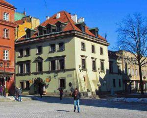 Świętojańska 2 – Mansjonaria – dom, który ocalał.
