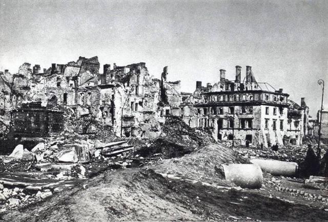 Świętojańska 2 – Mansjonaria – kamienica po wojnie