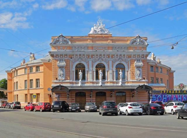 Cyrk rodziny Ciniselli stoi do dzisiaj w Sankt Petersburgu.