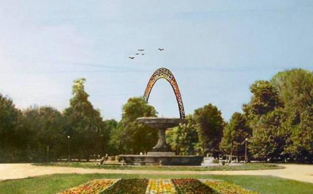 Odręczny szkic na pocztówce wykonany przez Marka Leykama. Tak architekt widział planowany pomnik. http://www.archirama.pl/
