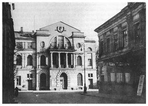 Przed II wojną światową nowy budynek konserwatorium zamykał perspektywę ulicy Ordynackiej. Po prawej widoczna elewacja północna Cyrku na Ordynackiej.
