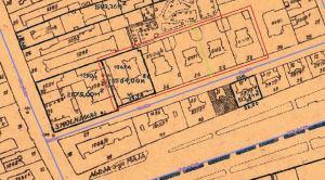 Plan Smolnej w okolicach Nowego Światu w roku 1936. Na zaznaczonym fragmencie widoczne cztery kamienice czynszowe i kamienica Branickich pod numerem 40. Zieloną linią zaznaczono płaszczyznę symetrii kamienic Smolna 32 i 34 oraz 36 i 38