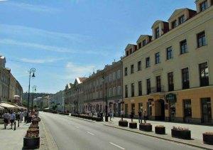 Ulica Nowy Świat - w pierwszym domu po prawej stronie mieszkał jeden z najważniejszych agentów aliantów w czasie II Wojny Światowej.