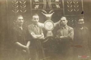 1947 - Najważniejsza krata Grobu Nieznanego Żołnierza jeszcze w warsztacie Braci Łopieńskich.