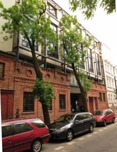 Część murów dawnego zakładu Bracia Łopieńscy wkomponowano w bryłę nowego apartamentowca