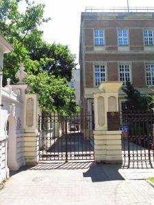 Dom Dziennikarza przy Foksal 3/5. Przed wojną mieścił się w nim Klub Towarzyski, w którym zbierała się elita władzy.