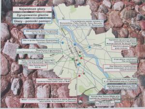 Mapa z niektórymi głazami lub skupiskami, objętymi ochroną.