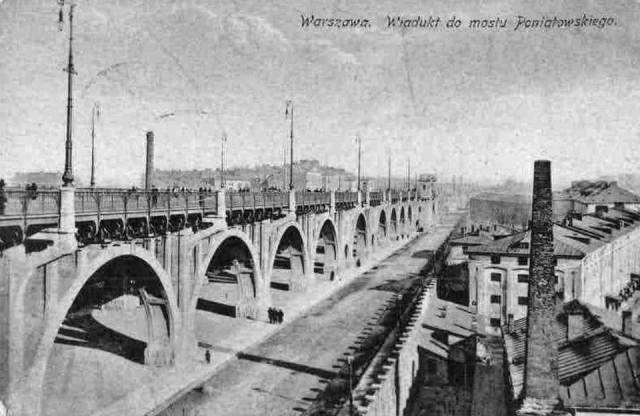Na pocztówce widoczny wiadukt Mostu Poniatowskiego, a po stronie prawej - koszary Blocha.
