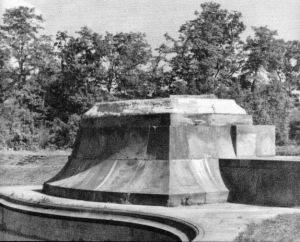 31 maja 1940 roku pomnik Chopina wysadzono w powietrze, a następnie pocięto palnikami.