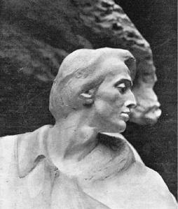 Gipsowa głowa makiety pomnika.