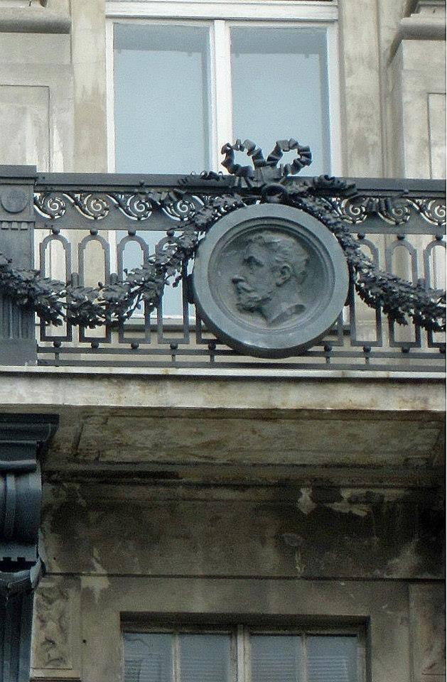 Na medalionie - Antoni Strzałecki.
