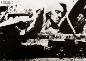 Transport zniszczonego dzieła Szymanowskiego do Rzeszy zarejestrował przypadkowy świadek. Gdy pociąg, wiozący rozbitą rzeźbę zatrzymał się Łowiczu, ktoś rozpoznał głowę Chopina na platformie i wykonał zdjęcie.