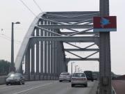 Most imienia kapitana Johna Frosta, dowódcy oddziału, przez cztery dni broniącego przyczółka. To właśnie ten most okazał się być za daleko.