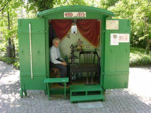 Waga w Parku Ujazdowskim.