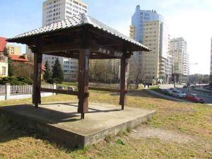 Okradziona pagoda przy ulicy Bukowińskiej stoi do dzisiaj.