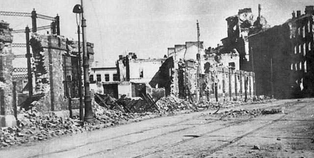 Gazownia, widoczna w lewej części zdjęcia, po wojnie. Zdjęcie ze strony: http://www.info-pc.home.pl/Whatfor/