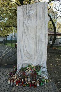 Płocka róg Górczewskiej - Pomnik Szpitala Wolskiego
