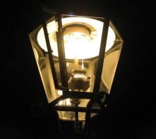 Latarnia gazowa w nocy,