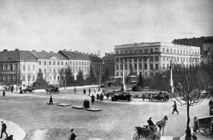 Widok na gmach Gimnazjum im. Królowej Jadwigi. Za narożnikiem po lewej stronie został zlikwidowany Ewald Lange,
