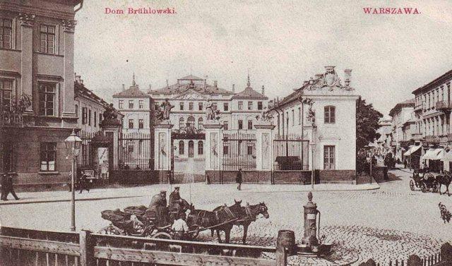 Pałac na pocztówce z początku XIX wieku.