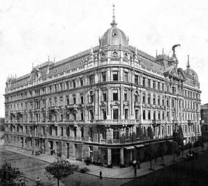 """Dom Towarzystwa Ubezpieczeń """"Rosja"""" przy Marszałkowskiej 128 uważany był za jedną z najpiękniejszych warszawskich kamienic. Ilustracja z miesięcznika Architekt nr 7 z roku 1901."""