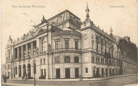 Pocztówka przedstawiająca gmach Filharmonii Narodowej.