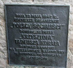 Akcję upamiętniono w latach pięćdziesiątych tablicą na ścianie budynku.