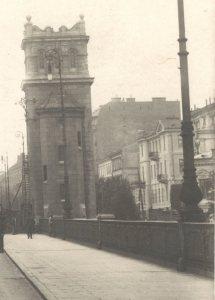 Zabudowa Alei 3-go Maja po stronie parzystej widziana z wiaduktu mostu Poniatowskiego.