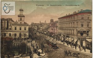 """Troszkę inne ujęcie ulicy Marszałkowskiej. Po prawej stronie - kamienica Lothego, a za nią hotel """"Wiedeński""""."""