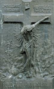 """Plakietkę z płaskorzeźbą """"Jezu, ratuj, bo giniemy"""" artysta Jan Małeta wykonał we wrześniu 1944 roku, gdy jeszcze trwały walki"""