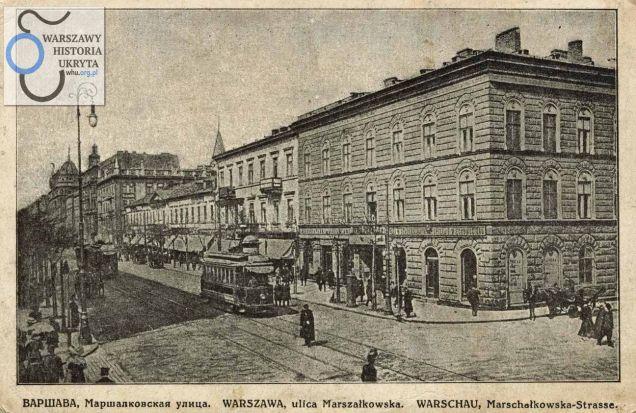 Marszałkowska róg Chmielnej. Widoczna przy prawehj krawędzi pocztówki kamienica nosiła numer Marszałkowska 110.