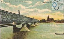 Był pierwszym warszawskim stalowy mostem na Wiśle i pierwszą stałą przeprawą przez rzekę od czasu mostu Zygmunta Augusta przez trzydzieści lat stojącego na wysokości ulicy Mostowej. Od roku 1603, gdy most zygmuntowski został zniesiony przez krę, przez Wisłę przeprawiano poprzez mosty pontonowe, ustawiane w porze letniej lub korzystano z promów.
