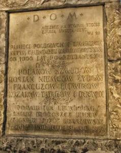 Obok mieszkańców Pragi na cmentarzu spoczęli również polegli w lipcu 1656 roku w czasie walk ze Szwedami, ofiary rzezi Pragi z 1794 roku czy obrońcy Grochowa z 1831 roku.