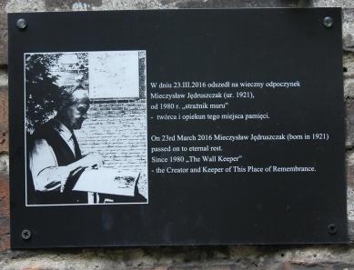 Ten ślad przeszłości został uratowany staraniem mieszkającego w pobliżu Mieczysława Jędruszczaka.