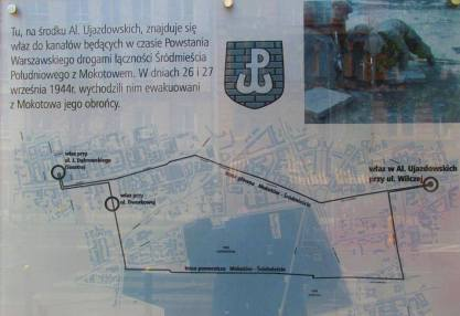 Właz znajdował sie na końcu jednej z tras łączności biegnących pod ulicami stolicy w czasie Powstania Warszawskiego.