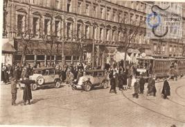 Ruch uliczny niedaleko skrzyżowanie Alej Jerozolimksicjh i ulicy Marszałkowskiej,j.