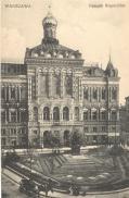 Pałac Staszica (pałac Królewskiego Towarzystwa Przyjaciół Nauk) został wzniesiony w latach 1820–1823 z inicjatywy Stanisława Staszica według projektu Antonia Corazziego. Budynek został przebudowany w latach 1892-1895 przez architekta rosyjskiego Michaiła Pokrowskiego w stylu bizantyjsko-rosyjskim. W czasie, gdy wykonywano zdjęcie w budynku mieściło się I Gimnazjum Męskie, a od roku 1890 również cerkiew domowa świętej Tatiany Rzymianki.
