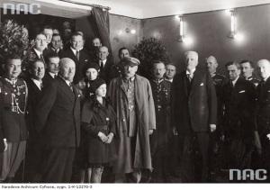 """Marszałek Piłsudski na premierze filmu """"10 z Pawiaka""""."""