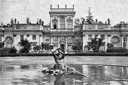 Tryton wykonany według projektu Kissa ozdobił fontannę przed pałacem w Wilanowie. Pocztówka z początku wieku.
